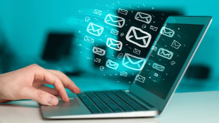 ایمیل همین الان هم نسبت به تمام شبکههای اجتماعی (در مجموع) برای تجارت الکترونیک درآمد بیشتری کسب میکند و برای هدایت بازدیدکنندگان به وب سایت بسیار کارآمد است.