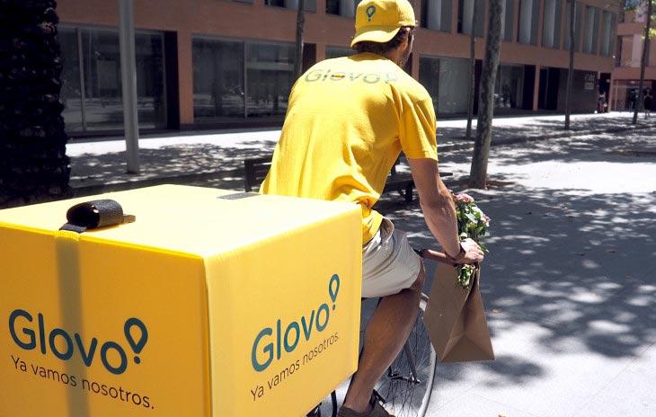 استارتاپ اسپانیایی Glovo در سال ۲۰۱۵ با هدف ارائه خدمات پیک به خریداران اینترنتی در شهر بارسلونا راه اندازی شد.